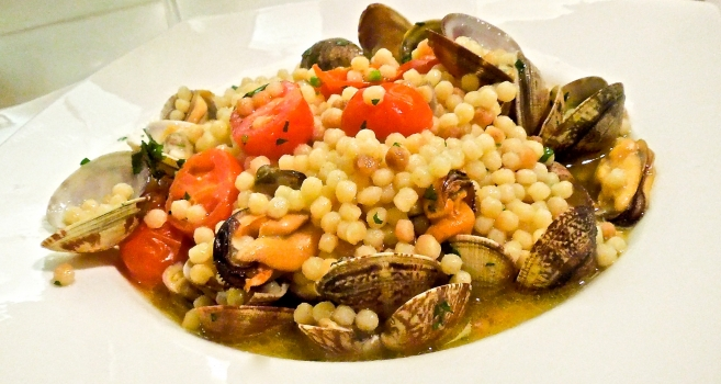 Fregola with clams - Sardinian recipe