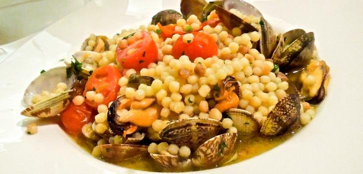 Fregola with clams - Sardinian recipe